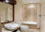 island-inn-bathroom-panorama1